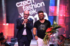 OBRAZEM: Sexy prádlo, krajka i hluboké dekolty z Czech Fashion Weeku