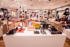 Více prostoru pro kabelky, boty, šály a další doplňky: VAN GRAAF v Praze otevírá nové prostory, nabí