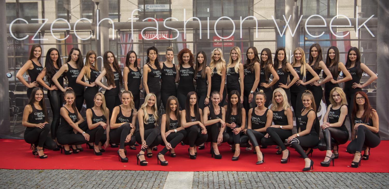 Kolonáda u Domu kultury v Teplicích se mění v dějiště ojedinělé módní show Czech Fashion Week 2019